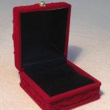 Caja de joyería de talla rojo oscuro