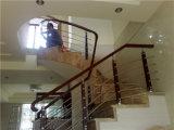 Поручень лестницы привлекательного и прочного износа стильный деревянный