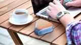 Le haut-parleur sans fil mobile avec des mains libèrent la fonction