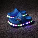 O verão claro Sandle do diodo emissor de luz da venda por atacado elegante calç sapatas do diodo emissor de luz para miúdos