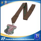 カスタマイズされたシャムロックは栓抜きのきらめきのエナメルメダルを形づけた
