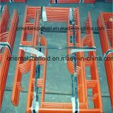 Aufbauender angestrichener h-Baugerüst-Rahmen
