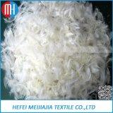 Het Vullen van het Hoofdkussen van het huis de TextielEend van het Materiaal onderaan Veer