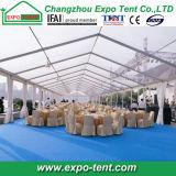 Grande tente claire extérieure de chapiteau de toit