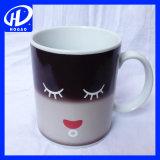 Kreativer lächelnder Gesichts-keramischer Temperaturwechsel-Farben-Cup-Becher