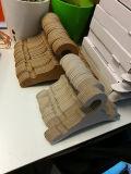 Altas perchas de papel reciclables portadoras de la percha de capa de la cartulina del Fsc para los pantalones vaqueros