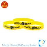 Il modo personalizzato poco costoso ha impresso i braccialetti di gomma stampati