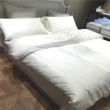 Katoenen die van de Inzameling van het Hotel van het Beddegoed van het Blad van het bed Vastgesteld Dekbed voor Slaapkamer wordt geplaatst