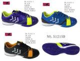 No 51215 2 типа повелительница и ботинки ботинок футбола людей Stock
