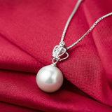 鎖が付いている女性の方法王冠の自然な真珠の吊り下げ式のネックレス