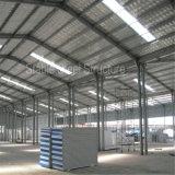 La costruzione della struttura d'acciaio fabbrica il magazzino