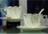De ceramische Mokken van de Koffie met Lepel en Dienblad voor Giften