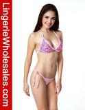 Traje de baño rosado de las señoras atractivas bastante en tapa de bikiní del patrón del corazón