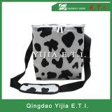 Sacchetto più freddo isolato punteggiato punti del latte