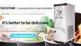 Assoalho que está a máquina italiana do gelado da máquina do gelado de Gelato