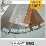 Plancher large réutilisé décoratif de vinyle de peau et de bâton de planche