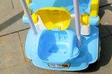 Baby-Fahrt 2016 auf Auto-Spielzeug mit Stoß