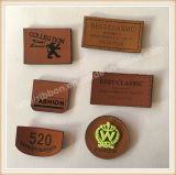 Etiqueta de borracha feita sob encomenda do couro do plutônio do logotipo