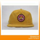 6 sombreros del Snapback del panel con su insignia