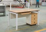 Hölzerner Büro-Schreibtisch für eine Person einschließlich Fach