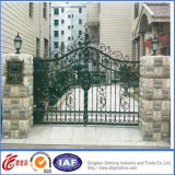 美しい錬鉄の入口のゲート