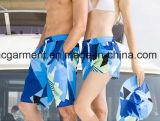Пары одевая, быстро сухой износ одежд любовников пляжа, краткости доски для любовника