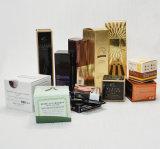 Productos de maquillaje unidos que empaquetan el rectángulo