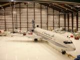 흘려지는 가벼운 강철 비행기 (LT254)