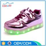 Zapatos ligeros al por mayor de los cabritos de la manera LED de la fábrica con pequeño MOQ