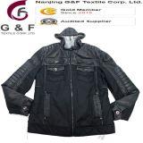 Los hombres más talla impermeabilizan la chaqueta completada