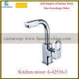 新しい進水させた衛生製品の台所水栓のミキサー