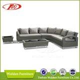 Positionnement en osier de sofa de rotin de meubles