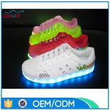 Chaussures courantes de sport de marque avec des éclairages LED pour l'adulte