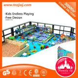 El nuevo diseño embroma el patio de interior del laberinto con la piscina de la bola