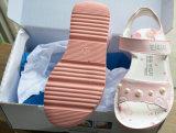 Славные и более дешевые сандалии девушок