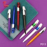 Crayon lecteur de bille en plastique promotionnel de couleur rouge avec les postes bon marché