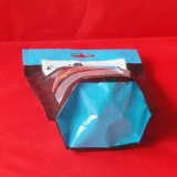 عادة يطبع حقائب شفّافة [زيبلوك] لأنّ محبوبة شوكولاطة يعبّئ