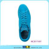 Ботинки людей голубого неба оптовые гуляя