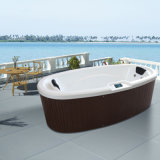 Dual Level Seatingのホーム庭Small Oval Hot Tub