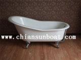 Sola bañera del esmalte con las piernas