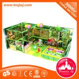 Jogos internos do grande labirinto interno do campo de jogos para crianças