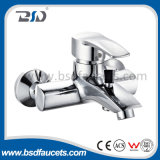 Misturador de bronze chinês do chuveiro do banho de cromo dos Faucets do banheiro da montagem da parede