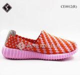 Красные ботинки спортов вскользь ботинок ткани для девушок
