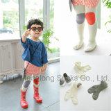 Симпатичные носки колготки колготков хлопка младенца с конструкциями шаржа