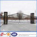 Porta do ferro feito da propriedade de Ornamenta