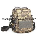 Los pequeños militares impermeables al aire libre camuflan el bolso de hombro