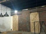 Твердая поверхностная деревянная дверь амбара конструирует оборудования