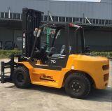 重いMontacargas Isuzuエンジンを搭載する7トンのトラックのフォークリフト