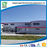 Edifício claro do armazém da construção de aço