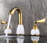 Faucet sanitário da bacia dos furos do punho três do dobro dos mercadorias